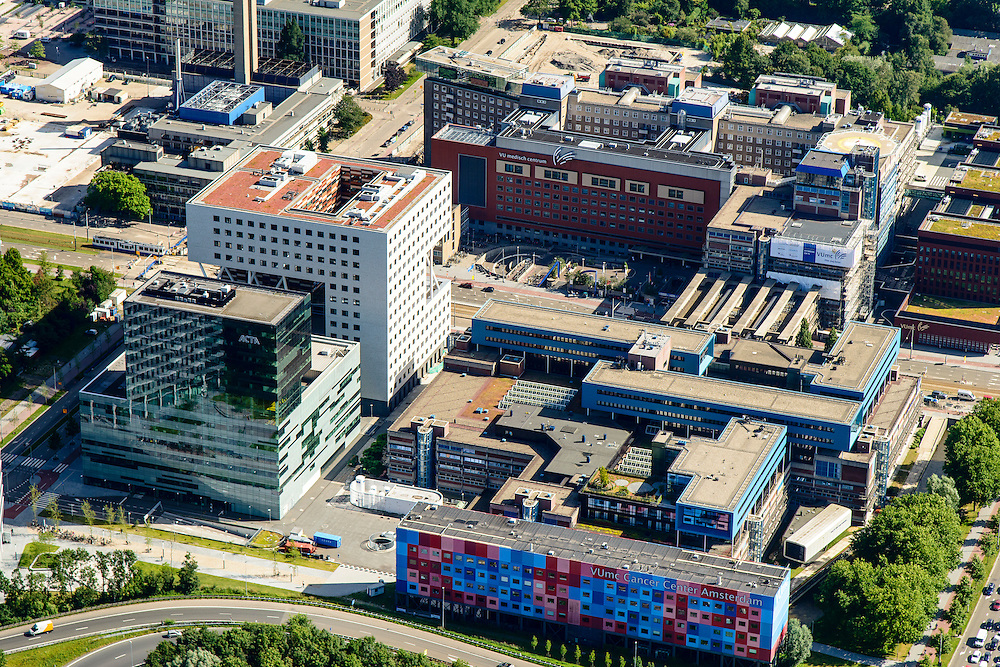 Nederland, Noord-Holland, Amsterdam, 01-08-2016; Amsterdam-Buitenveldert. VU Medisch centrum, Amstelveenseweg en Boelenlaan.<br /> VU MC Cancer Centre.<br /> <br /> luchtfoto (toeslag op standard tarieven);<br /> aerial photo (additional fee required);<br /> copyright foto/photo Siebe Swart