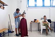 Valfornace, Italia - Il barbiere di Valfornace al lavoro nello spogliatoio di una scuola.<br /> Ph. roberto Salomone