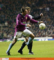 Fotball: AXA Sponsored FA Cup - 3rd Round -  Aston Villa v Manchester United  - 6/1/02<br />Ole Gunnar Solskjær of Manchester United battle with Paul Merson of Aston Villa.<br /><br />Foto: Tony O'Brien, Digitalsport