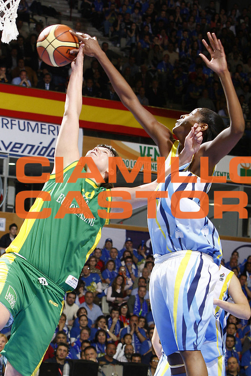 DESCRIZIONE : Salamanca Euroleague Women Final Four 2009 Semifinal MKB Euroleasing Sopron Halcon Avenida<br /> GIOCATORE : Donnette Snow Dora Horti<br /> SQUADRA : MKB Euroleasing Sopron Halcon Avenida<br /> EVENTO : EuroLeague Euroleague Women Final Four2009<br /> GARA : MKB Euroleasing Sopron Halcon Avenida<br /> DATA : 03/04/2009 <br /> CATEGORIA : rimbalzo<br /> SPORT : Pallacanestro <br /> AUTORE : Agenzia Ciamillo-Castoria/E.Castoria<br /> Galleria : EuroCup-EuroChallenge 2009<br /> Fotonotizia : Salamanca Euroleague Women Final Four 2009 Semifinal MKB Euroleasing Sopron Halcon Avenida<br /> Predefinita :