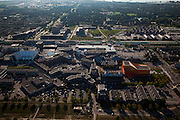 Nederland, Flevoland, Lelystad, 08-09-2009. Overzicht van het Stadshart ook wel Lelycentre. Overzicht van het centrum van de stad met onder andere links het  Stadhuisplein met stadhuis, midden winkelcentrum en  station, rechts het oranje Agora theater en congrescentrum (architect Ben van Berkel UN-Studio). Er wordt gewerkt aan de revitalisering van het stadscentrum, projectontwikkeling, uitbreiding en nieuwbouw van winkels en woningen. .Overview of the center of the city with City Hall Square (l), shopping center and train station (m), the orange Agora Theater and Convention Center (r)(architect Ben van Berkel, UN Studio). .(toeslag); aerial photo (additional fee required); .foto Siebe Swart / photo Siebe Swart