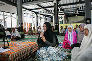 Fiona says confession of faith to Islam and mark her convertion to Islam officially witnessed by the local muslim community in Bali, Indonesia. It took some time for the cleric and the board to decide wheter they will let Fiona to convert. They decided to accept her as a male in order to confess in faith to Islam.
