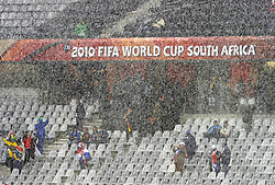 14.06.2010, Cape Town Stadium, Kapstadt, RSA, FIFA WM 2010, Italien vs Paraguay im Bild es herrscht Winter in Südafrika, Wetterkapriolen, Regen, EXPA Pictures © 2010, PhotoCredit: EXPA/ InsideFoto/ G. Perottino, ATTENTION! FOR AUSTRIA AND SLOVENIA ONLY!!! / SPORTIDA PHOTO AGENCY