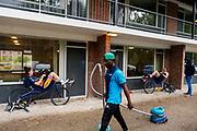 Het team houdt een trainingsweekend in Bergen op Zoom. In september wil het Human Power Team Delft en Amsterdam, dat bestaat uit studenten van de TU Delft en de VU Amsterdam, tijdens de World Human Powered Speed Challenge in Nevada een poging doen het wereldrecord snelfietsen voor vrouwen te verbreken met de VeloX 9, een gestroomlijnde ligfiets. Het record is met 121,81 km/h sinds 2010 in handen van de Francaise Barbara Buatois. De Canadees Todd Reichert is de snelste man met 144,17 km/h sinds 2016.<br /> <br /> With the VeloX 9, a special recumbent bike, the Human Power Team Delft and Amsterdam, consisting of students of the TU Delft and the VU Amsterdam, also wants to set a new woman's world record cycling in September at the World Human Powered Speed Challenge in Nevada. The current speed record is 121,81 km/h, set in 2010 by Barbara Buatois. The fastest man is Todd Reichert with 144,17 km/h.