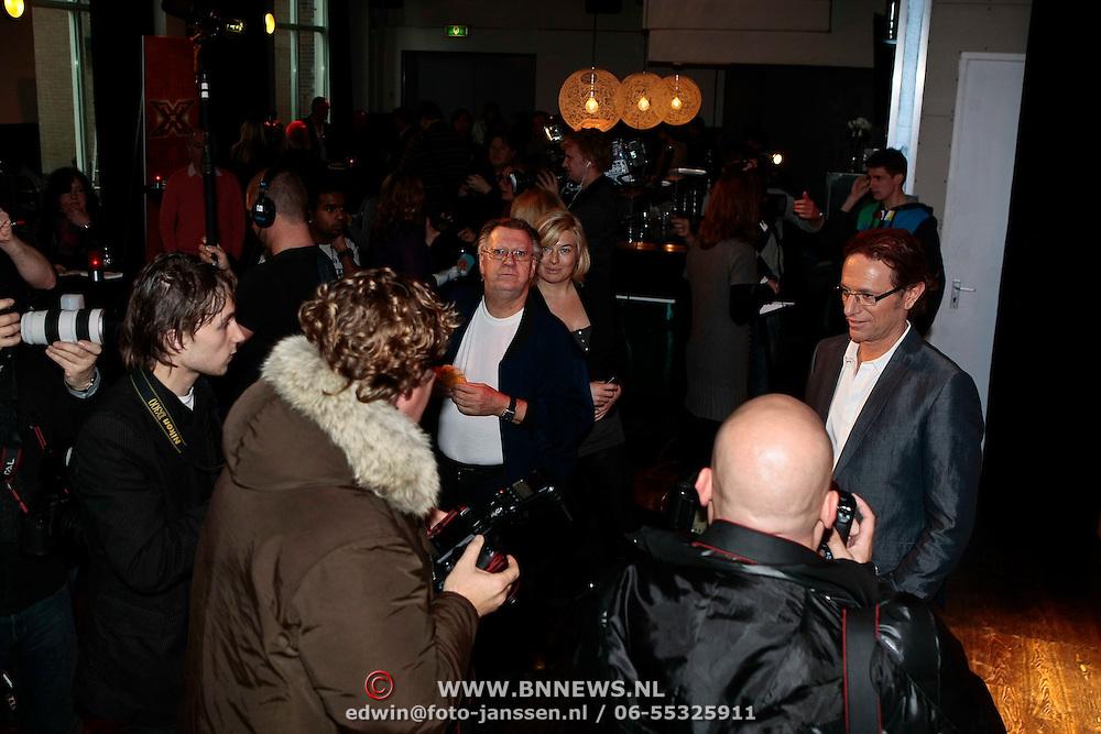 NLD/Amsterdam/20100202 - Perspresentatie X-Factor 2010, Eric van Tijn word uitgebreid gefotografeerd