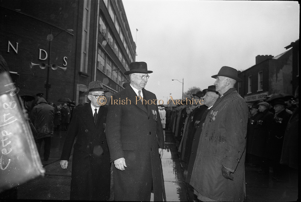 15/04/1966<br /> 04/15/1966<br /> 15 April 1966<br /> Unveiling of Plaque at Boland's Mills. President Eamon de Valera unveils a plaque to commemorate the 1916 Rising at Bolands Mills, where he was Commandant during the insurrection. Image shows the President reviewing veterans of the Rising&ge;