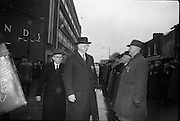 15/04/1966<br /> 04/15/1966<br /> 15 April 1966<br /> Unveiling of Plaque at Boland's Mills. President Eamon de Valera unveils a plaque to commemorate the 1916 Rising at Bolands Mills, where he was Commandant during the insurrection. Image shows the President reviewing veterans of the Rising≥