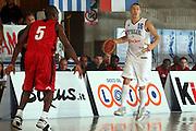 DESCRIZIONE : Bormio Trofeo Internazionale Diego Gianatti Canada Italia <br /> GIOCATORE : Di Bella<br /> SQUADRA : Italia <br /> EVENTO : Bormio Trofeo Internazionale Diego Gianatti Canada Italia <br /> GARA : Canada Italia<br /> DATA : 21/07/2006 <br /> CATEGORIA : Palleggio<br /> SPORT : Pallacanestro <br /> AUTORE : Agenzia Ciamillo-Castoria/S.Ceretti
