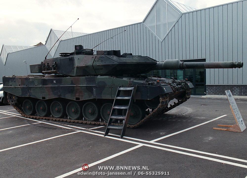 Opening Holland Signaal Huizen, Leopard tank