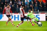 20-03-2016 VOETBAL:PSV-AJAX:EINDHOVEN<br /> Riechedley Bazoer van Ajax in duel met Jurgen Locadia van PSV <br /> <br /> Foto: Geert van Erven