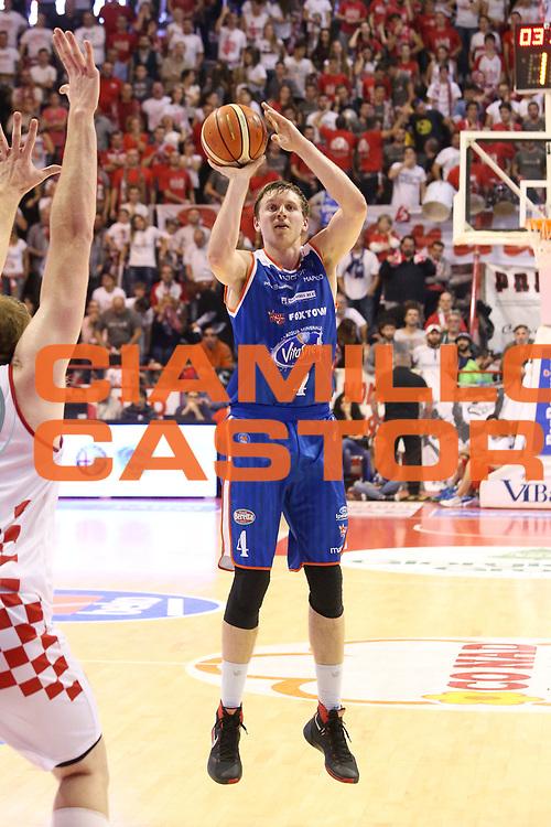 DESCRIZIONE : Campionato 2015/16 Giorgio Tesi Group Pistoia - Acqua Vitasnella Cant&ugrave;<br /> GIOCATORE : Berggren Jared <br /> CATEGORIA : Tiro Tre Punti<br /> SQUADRA : Acqua Vitasnella Cant&ugrave;<br /> EVENTO : LegaBasket Serie A Beko 2015/2016<br /> GARA : Giorgio Tesi Group Pistoia - Acqua Vitasnella Cant&ugrave;<br /> DATA : 08/11/2015<br /> SPORT : Pallacanestro <br /> AUTORE : Agenzia Ciamillo-Castoria/S.D'Errico<br /> Galleria : LegaBasket Serie A Beko 2015/2016<br /> Fotonotizia : Campionato 2015/16 Giorgio Tesi Group Pistoia - Sidigas Avellino<br /> Predefinita :