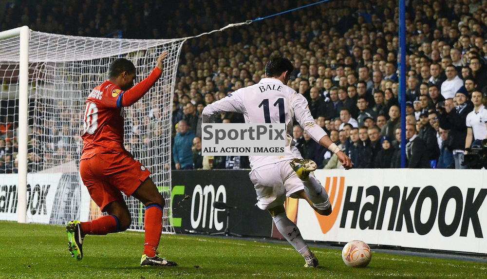 Gareth Bale crossing the ball into the Inter area as Juan Jesus closes him down. (c) Michael Hulf | StockPix.eu