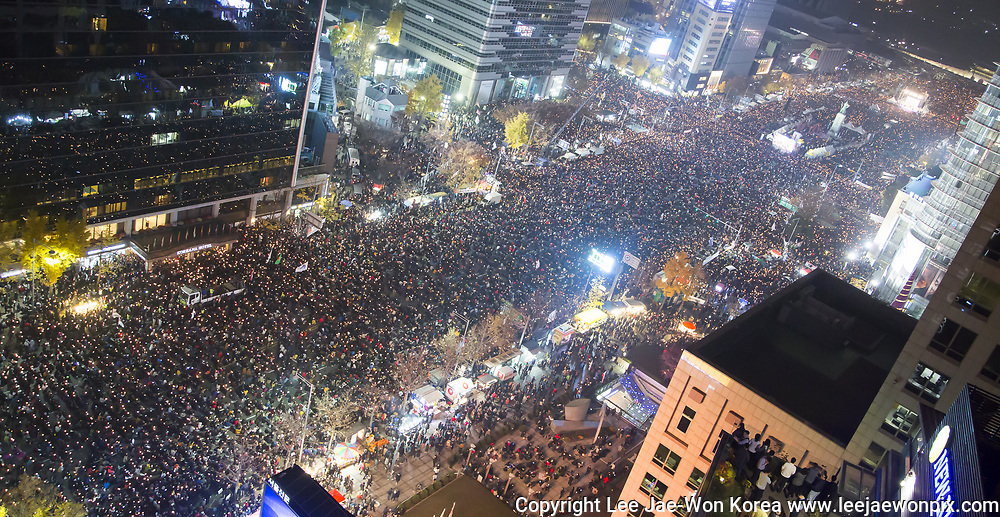 People attend a protest demanding resignation of South Korean President Park Geun-hye in Seoul, South Korea, Nov 19, 2016. About 1 million people attended a candlelight rally across South Korea on Saturday to demand resignation of President Park, whose longtime friend Choi Soon-sil and her close secretaries allegedly meddled in a variety of state affairs. Choi was arrested on charges of fraud and abuse of power early November, local media reported. President Park is suspected of having played a part in the corruption and influence-peddling scheme involving Choi and her key aides, prosecutors said on November 20, 2016 according to local media. Photo by Lee Jae-Won (SOUTH KOREA) www.leejaewonpix.com