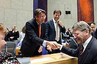 Nederland. Den Haag, 27 oktober 2010.<br /> De Tweede Kamer debatteert over de regeringsverklaring van het kabinet Rutte.<br /> EINDE DEBAT, 23.50 UUR, KAMERLEDEN FELICITEREN BEWINDSLIEDEN IN VAK K, MINISTER DONNER HEEFT HET VAK VERLATEN EN VERRAST VERHAGEN EN RUTTE MET EEN FELICITATIE......<br /> Kabinet Rutte, regeringsverklaring, tweede kamer, politiek, democratie. regeerakkoord, gedoogsteun, minderheidskabinet, eerste kabinet Rutte, Rutte1, Rutte I, debat, parlement<br /> Foto Martijn Beekman