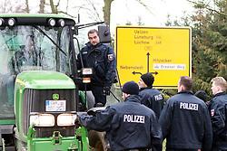 08.11.2010, Castortransport 2010, Dannenberg, GER, Jeder Trecker wird auf Ladung und Blockadematerial untersucht und von der Polizei abgewiesen, EXPA Pictures © 2010, PhotoCredit: EXPA/ nph/  Kohring+++++ ATTENTION - OUT OF GER +++++