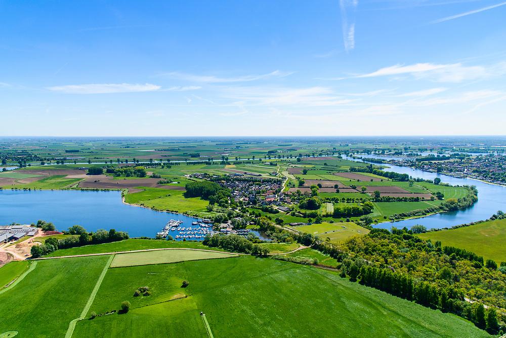 Nederland, Gelderland, Maasdriel 13-05-2019; Bommelerwaard met dorp Alem gelegen op schiereiland in de Maas. In de voorgrond rechts de Maasarm Den Bool, foto richting Maas.  In  het kader van het Maasoeverpark, zal de dam van Alem vervangen gaan worden door een brug. Ook verdere ontwikkeling van het landschapspark met daarin ruimte voor de natuur, de landbouw en gecombineerd  met 'ruimte voor de rivier' en bescherming tegen hoogwater door waterstandverlaging.<br /> Bommelerwaard with the village of Alem on a peninsula in the Maas. In the foreground the Maasarm Den Bool, photo towards Meuse. Part of Maasoeverpark, development of a landscape park in which space for nature is combined with 'space for the river', protection against high water by lowering the water level.<br /> <br /> aerial photo (additional fee required); luchtfoto (toeslag op standard tarieven); copyright foto/photo Siebe Swart