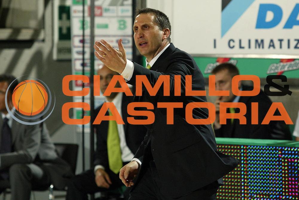 DESCRIZIONE : Treviso Lega A1 2005-06 Play Off Quarti Finale Gara 3 Benetton Treviso Armani Jeans Olimpia Milano <br /> GIOCATORE : Blatt<br /> SQUADRA : Benetton Treviso <br /> EVENTO : Campionato Lega A1 2005-2006 Play Off Quarti Finale Gara 3 <br /> GARA : Benetton Treviso Armani Jeans Olimpia Milano <br /> DATA : 23/05/2006 <br /> CATEGORIA : <br /> SPORT : Pallacanestro <br /> AUTORE : Agenzia Ciamillo-Castoria/E.Pozzo