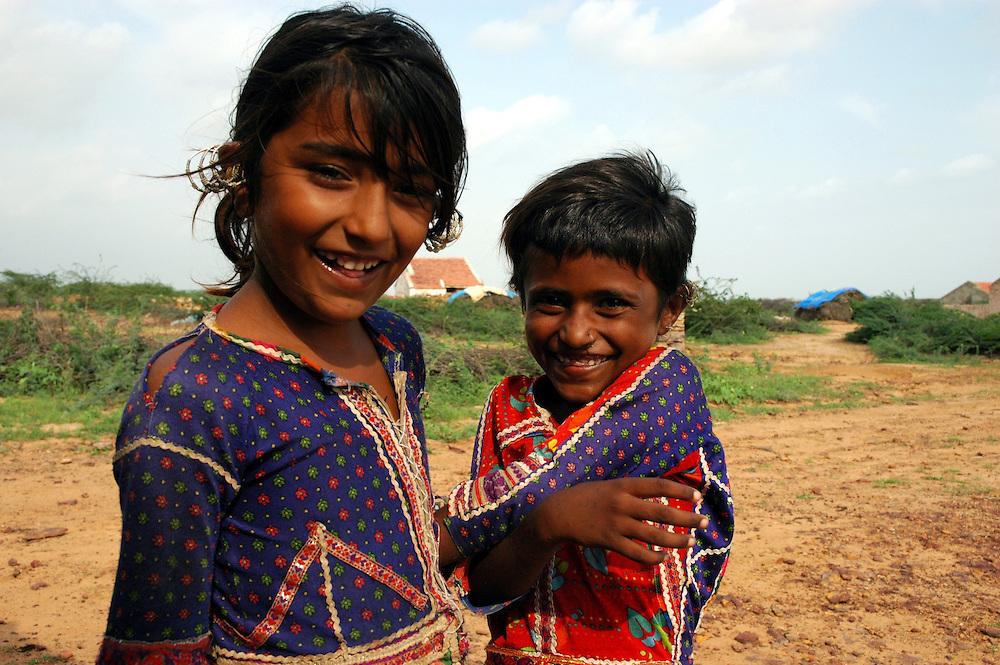 Young Maldhari girls on the desert's edge..Michael Benanav - mbenanav@gmail.com