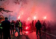 FODBOLD: Brøndby fans på vej til kampen i ALKA Superligaen mellem FC Helsingør og Brøndby IF den 22. oktober 2017 på Helsingør Stadion. Foto: Claus Birch