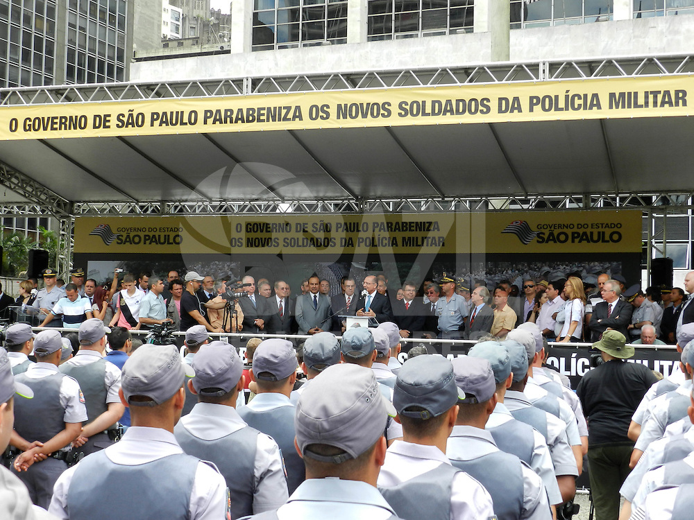 ATENÇÃO EDITOR: FOTO EMBARGADA PARA VEÍCULOS INTERNACIONAIS. – SÃO PAULO - SP – 30 DE NOVEMBRO 2012. SOLENIDADE DE FORMAÇÃO DE 979 POLICIAIS MILITARES. Conforme informação esses PMS começam a trabalhar nas ruas a partir de segunda-feira(03). Compareceram no evento o Gov Geraldo Alckimin, o Secr Seg. Fernando Grella e o Ten Cel. Marcos Mungo – comandante da ESSD - Escola Superior de Soldados -  FOTO: MAURICIO CAMARGO / BRAZIL PHOTO PRESS.