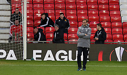 MANCHESTER, ENGLAND - Wednesday, March 16, 2016: Liverpool's manager Jürgen Klopp jokes with Manchester United ground staff during a training session at Old Trafford ahead of the UEFA Europa League Round of 16 2nd Leg match against Manchester United. (Pic by David Rawcliffe/Propaganda)