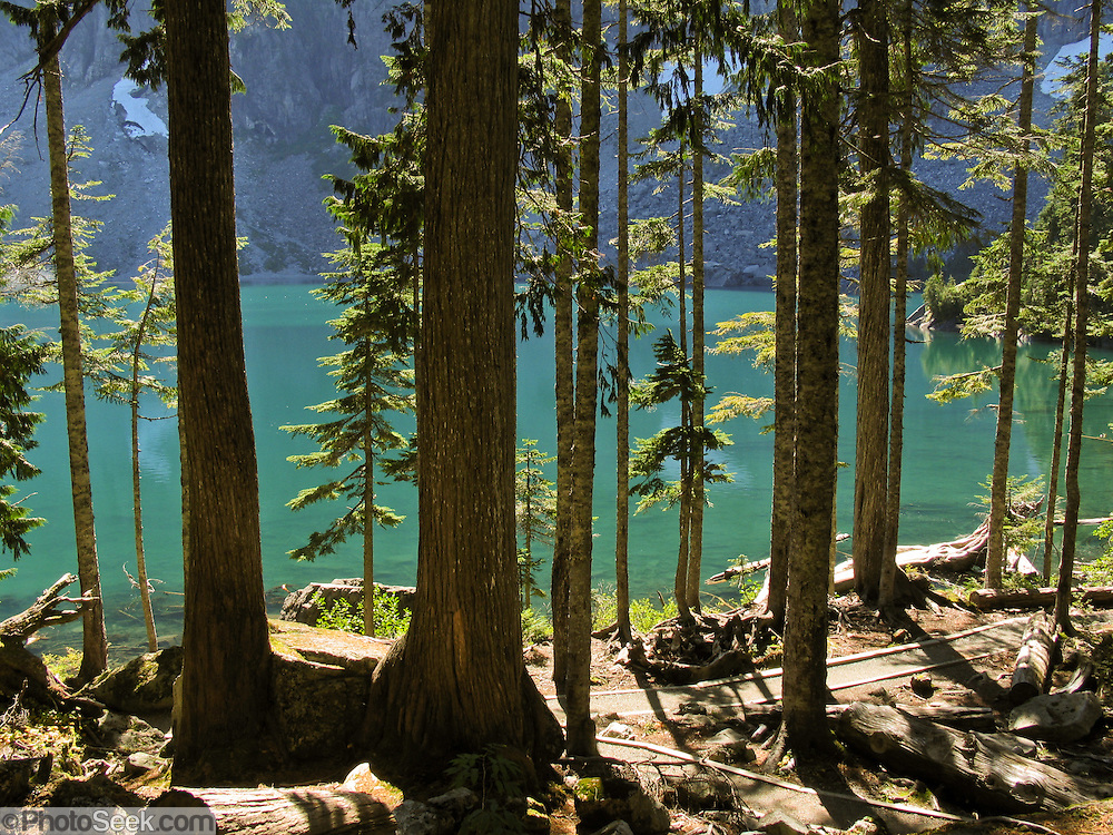 Trees line the edge of Lake Serene, in Mount Baker-Snoqualmie National Forest, Washington, USA.