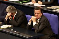 11 DEC 2003, BERLIN/GERMANY:<br /> Joschka Fischer (L), B90/Gruene, Bundesaussenminister, und Gerhard Schroeder (R), SPD, Bundeskanzler,waehrend einer Bundestagsdebatte zum EU-Verfassung, Plenum, Deutscher Bundestag<br /> IMAGE: 20031211-01-026<br /> KEYWORDS: Gerhard Schröder