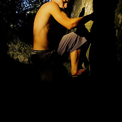 Nuno Ribeiro fighting against the uncertainties of a Fontainbleau boulder problem.
