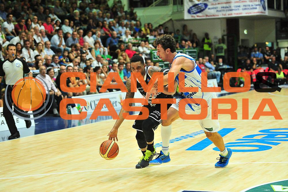 DESCRIZIONE : Campionato 2014/15 Dinamo Banco di Sardegna Sassari - Virtus Granarolo Bologna<br /> GIOCATORE : Allan Ray<br /> CATEGORIA : Palleggio Penetrazione<br /> SQUADRA : Virtus Granarolo Bologna<br /> EVENTO : LegaBasket Serie A Beko 2014/2015<br /> GARA : Dinamo Banco di Sardegna Sassari - Virtus Granarolo Bologna<br /> DATA : 12/10/2014<br /> SPORT : Pallacanestro <br /> AUTORE : Agenzia Ciamillo-Castoria / M.Turrini<br /> Galleria : LegaBasket Serie A Beko 2014/2015<br /> Fotonotizia : Campionato 2014/15 Dinamo Banco di Sardegna Sassari - Virtus Granarolo Bologna<br /> Predefinita :