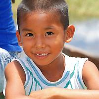 Niño indigena en el Puerto de Samariapo, estado Amazonas, Venezuela. ©Jimmy Villalta