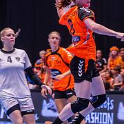 NLD/Den Bosch/20160604 - EK Kwalificatiewedstrijd handbal Nederland - Oostenrijk, nr.8 Lois Abbingh