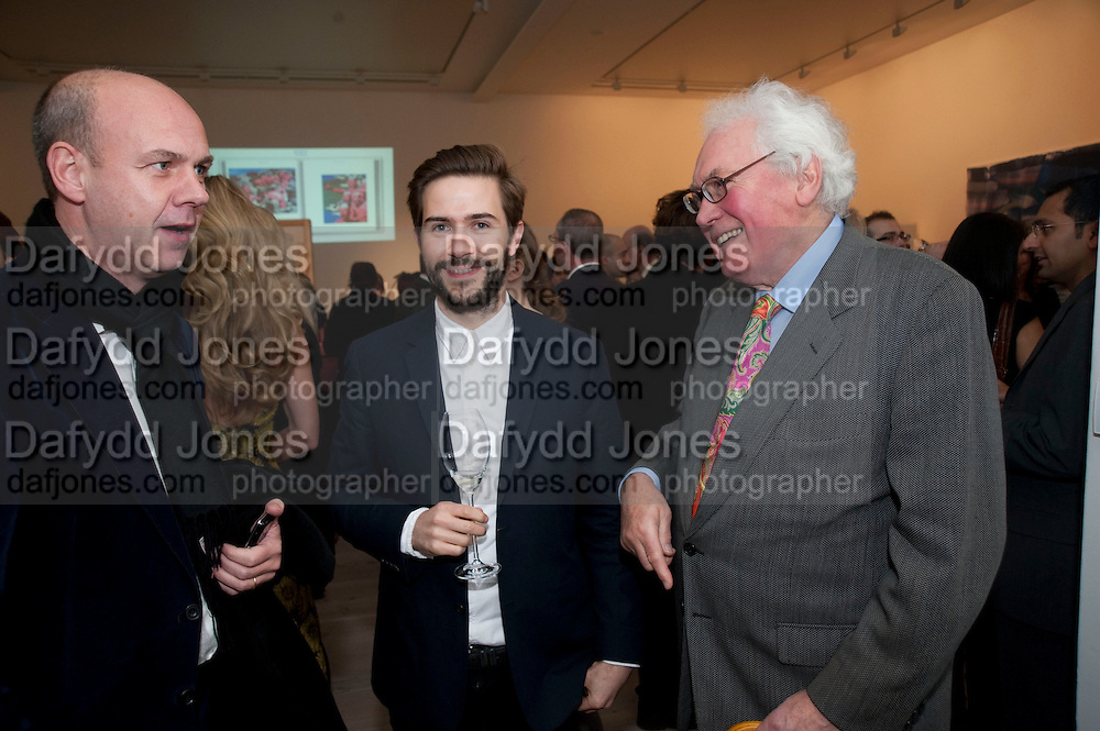 """SEAN MURPHY; EDWARD BOOTH-CLIBBORN;, Launch party for a very large limited Edition of  """"The History of the Saatchi Gallery """"edited by Booth Clibborn and published by Kraken Opus. Saatchi Gallery,  The Kings Road. London. 26 November 2009"""