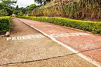 Ciclovia na entrada da cidade. Serra Alta, Santa Catarina, Brasil. / <br /> Bicycle lane. Serra Alta, Santa Catarina, Brazil.