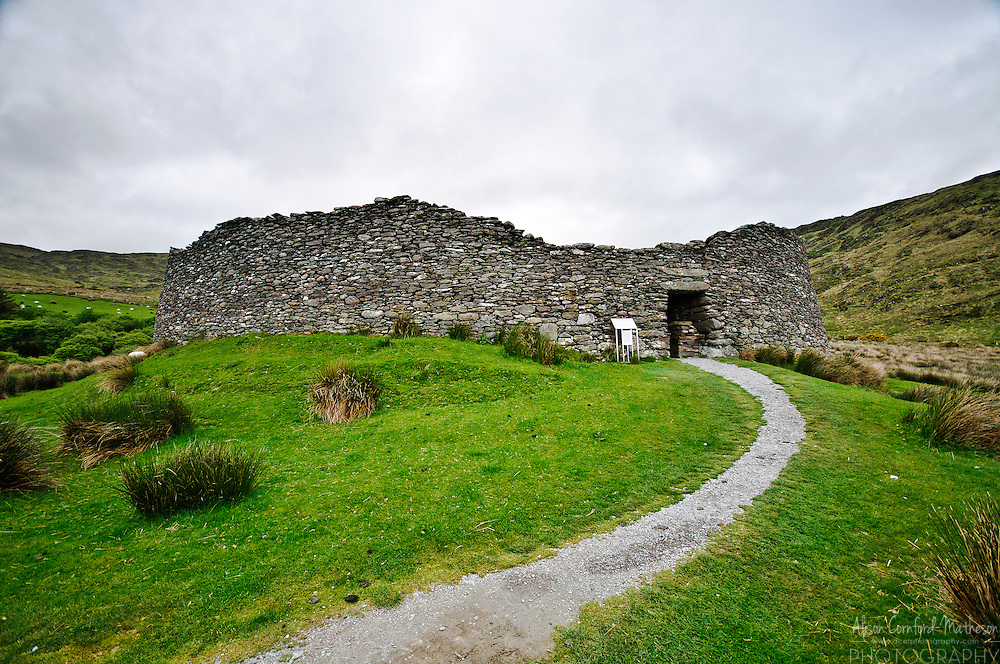 The Staigue stone fort is a ruin of a round fort built between 300 and 400 AD.
