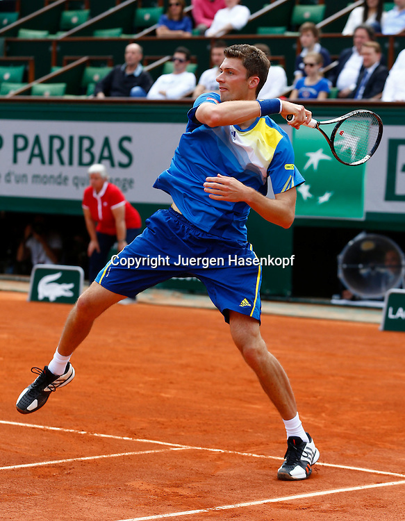 French Open 2013, Roland Garros,Paris,ITF Grand Slam Tennis Tournament, Daniel Brands (GER),.Aktion,Einzelbild,Ganzkoerper,Hochformat,