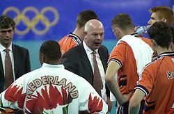 21-09-2000 AUS: Olympic Games Volleybal Nederland - Brazilie, Sydney<br /> Nederland verliest met 3-0 van Brazilie / Bas van de Goor, Toon Gerbrands, Albert Cristina