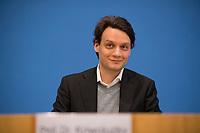 DEU, Deutschland, Germany, Berlin, 02.05.2019: Prof. Dr. Alexander Kriwoluzky, Abteilungsleiter Makroökonomie des DIW Berlin, in der Bundespressekonferenz zum Thema Mehr Europa - Herausforderungen und Lösungsansätze.