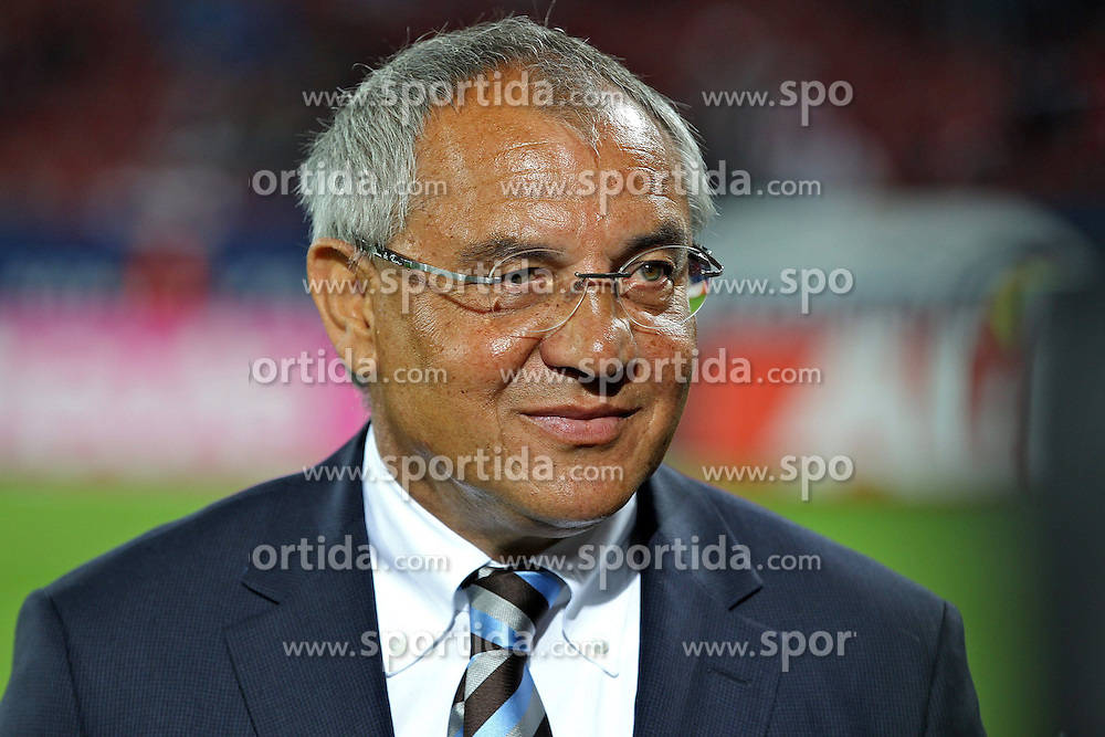 14.09.2012, SGL Arena, Augsburg, GER, 1. FBL, FC Augsburg vs VfL Wolfsburg, 03. Runde, im Bild Trainer Felix MAGATH ((VfL Wolfsburg) (Freisteller) // during the German Bundesliga 03rd round match between FC Augsburg and VfL Wolfsburg at the SGL Arena, Augsburg, Germany on 2012/09/14. EXPA Pictures © 2012, PhotoCredit: EXPA/ Eibner/ Peter Fast..***** ATTENTION - OUT OF GER *****