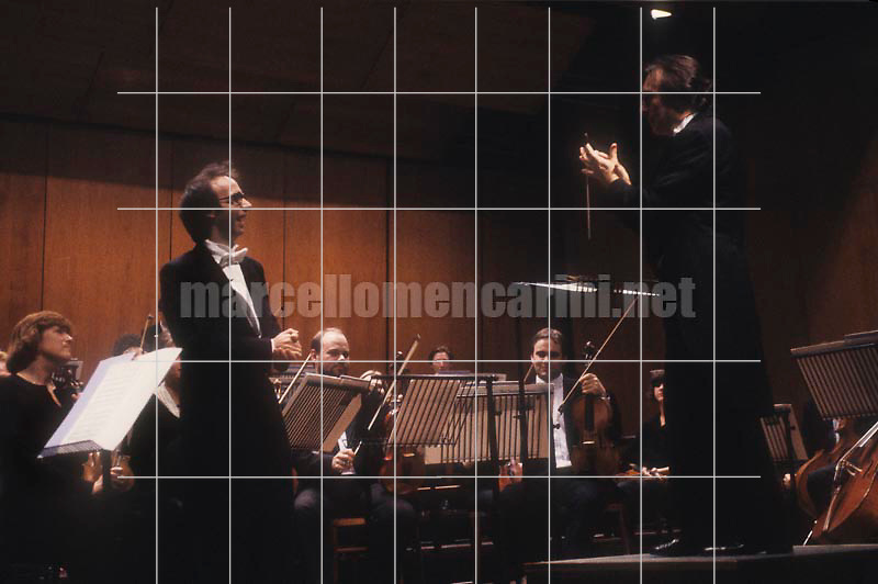 Ferrara, November 10, 1990. Music conductor Claudio Abbado and actor Roberto Benigni performing Peter and the Wolf by Sergei Prokofiev with the Chamber Orchestra of Europe / Ferrara, 10 novembre 1990. Il direttore d'orchestra Claudio Abbado e l'attore Roberto Benigni in Pierino e il lupo di Sergei Prokofiev con la Chamber Orchestra of Europe - © Marcello Mencarini