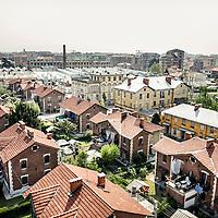Villaggio Leumann, è un quartiere operaio realizzato tra la fine dell'800 e l'inizio del '900 su progetto dell'ingegnere Pietro Fenoglio e prende il nome dal suo fondatore, l'imprenditore di origine svizzera Napoleone Leumann...Il complesso è costituito da due comprensori di casette ai lati dello stabilimento tessile su una superficie di circa 60.000 metri quadrati. Il Villaggio Leumann è uno dei siti che fanno parte dell'Ecomuseo sulla Cultura Materiale della Provincia di Torino, il quartiere viene così conservato integralmente.