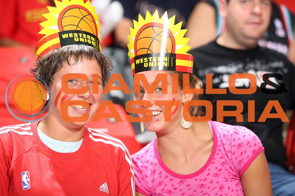 DESCRIZIONE : Siviglia Sevilla Spagna Spain Eurobasket Men 2007 Croazia Spagna Croatia Spain <br /> GIOCATORE : Tifosi Supporters <br /> SQUADRA : Spagna Spain <br /> EVENTO : Eurobasket Men 2007 Campionati Europei Uomini 2007 <br /> GARA : Croazia Spagna Croatia Spain <br /> DATA : 05/09/2007 <br /> CATEGORIA : Esultanza <br /> SPORT : Pallacanestro <br /> AUTORE : Ciamillo&amp;Castoria/E.Castoria <br /> Galleria : Eurobasket Men 2007 <br /> Fotonotizia : Sevilla Spagna Spain Eurobasket Men 2007 Croazia Spagna Croatia Spain <br /> Predefinita :