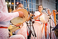 """Il gruppo musicale di Pizzica """"Arakne Mediterranea"""" durante un concerto a """"Castello Monaci"""" nei pressi di Salice Salentino in provincia di Lecce. (30/05/2010 PH Gabriele Spedicato)..""""Arakne Mediterranea"""" during the concert in """"Castello Monaci"""" near Salice Salentino, a Town in province of Lecce. (30/05/2010 PH Gabriele Spedicato)..La pizzica, o, detta nella sua forma più tradizionale pizzica pizzica, è una danza popolare attribuita oggi particolarmente al Salento, ma in realtà era praticata sino agli anni '70 del XX sec. in tutta la Puglia centro-meridionale e in Basilicata..Fa parte della grande famiglia delle tarantelle, come si usa chiamare quel variegato gruppo di danze diffuse dall'Età Moderna nell'Italia meridionale"""