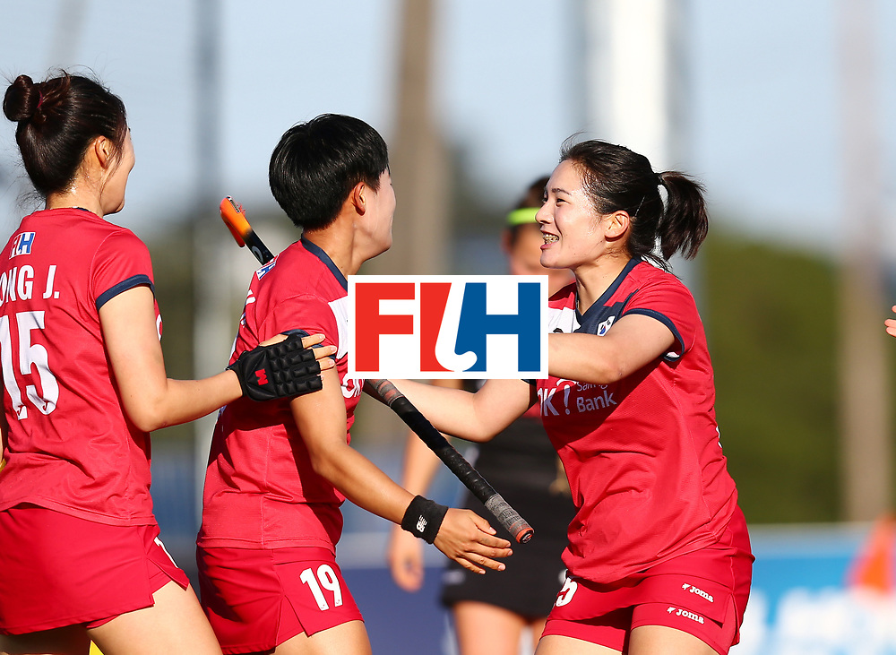 New Zealand, Auckland - 22/11/17  <br /> Sentinel Homes Women&rsquo;s Hockey World League Final<br /> Harbour Hockey Stadium<br /> Copyrigth: Worldsportpics, Rodrigo Jaramillo<br /> Match ID: 10303 - GER vs KOR<br /> Photo: (19) CHO Hyejin and (25) SHIN Hyejeong