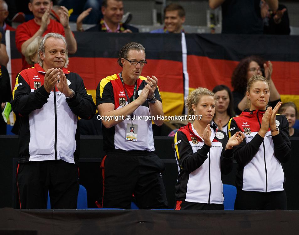 GER-UKR, Deutschland - Ukraine, <br /> Porsche Arena, Stuttgart, internationales ITF  Damen Tennis Turnier, Mannschafts Wettbewerb,<br /> Team Germany , L-R. Mannschaftsarzt Dr. Ulf Blecker, DTB Trainer Dirk Dier,Doppelspielerinnen  Laura Siegemund und Carina Witthoeft applaudieren,
