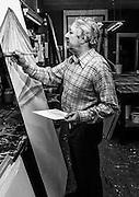 Den Haag - 07-05-1971 <br /> reclameschilder P. A. de Kruijff in zijn atelier in de Haagse Teylerstraat. In de 50-er en 60-er jaren maakte hij in Den Haag de geschilderde reclames voor Haagse bioscopen<br /> <br /> ©Ronald Speijer
