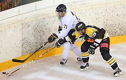 31.08.2013, Albert Schultz Eishalle, Wien, AUT, European Trophy, UPC Vienna Capitals vs HV71, im Bild William Karlsson, (HV71, #71) und Michael Schiechl, (UPC Vienna Capitals, #26) // during the European Trophy Icehockey match betweeen UPC Vienna Capitals (AUT) vs HV71 (SWE) at the Albert Schultz Eishalle, Vienna, Austria on 2013/08/31. EXPA Pictures © 2013, PhotoCredit: EXPA/ Thomas Haumer
