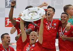 18.05.2019, Allianz Arena, Muenchen, GER, 1. FBL, FC Bayern Muenchen vs Eintracht Frankfurt, 34. Runde, Meisterfeier nach Spielende, im Bild Die Spieler des FCB jubeln mit Meister Schale, von links: Rafinha, Arjen Robben, Robert Lewandowski und Thiago // during the celebration after winning the championship of German Bundesliga season 2018/2019. Allianz Arena in Munich, Germany on 2019/05/18. EXPA Pictures © 2019, PhotoCredit: EXPA/ SM<br /> <br /> *****ATTENTION - OUT of GER*****