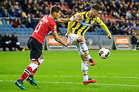 ARNHEM - Vitesse - PSV , Voetbal , Eredivisie , Seizoen 2016/2017 , Gelredome , 29-10-2016 ,  PSV speler Hector Moreno (l) in duel met Vitesse speler Ricky van Wolfswinkel (r)