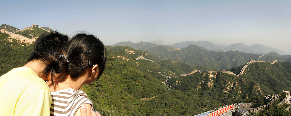 Chinese couple on vacation  discover great wall
