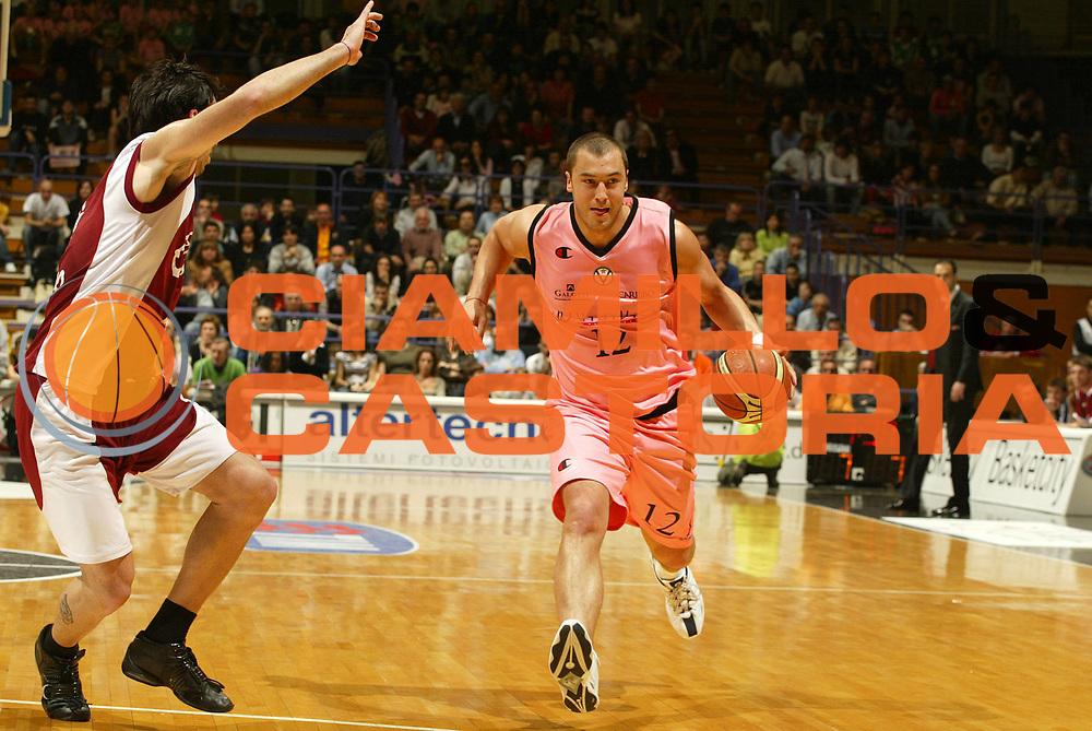 DESCRIZIONE : Bologna Lega A1 2005-06 VidiVici Virtus Bologna Basket Livorno <br /> GIOCATORE : Milic <br /> SQUADRA : VidiVici Virtus Bologna <br /> EVENTO : Campionato Lega A1 2005-2006 <br /> GARA : VidiVici Virtus Bologna Basket Livorno <br /> DATA : 02/04/2006 <br /> CATEGORIA : Penetrazione <br /> SPORT : Pallacanestro <br /> AUTORE : Agenzia Ciamillo-Castoria/L.Villani